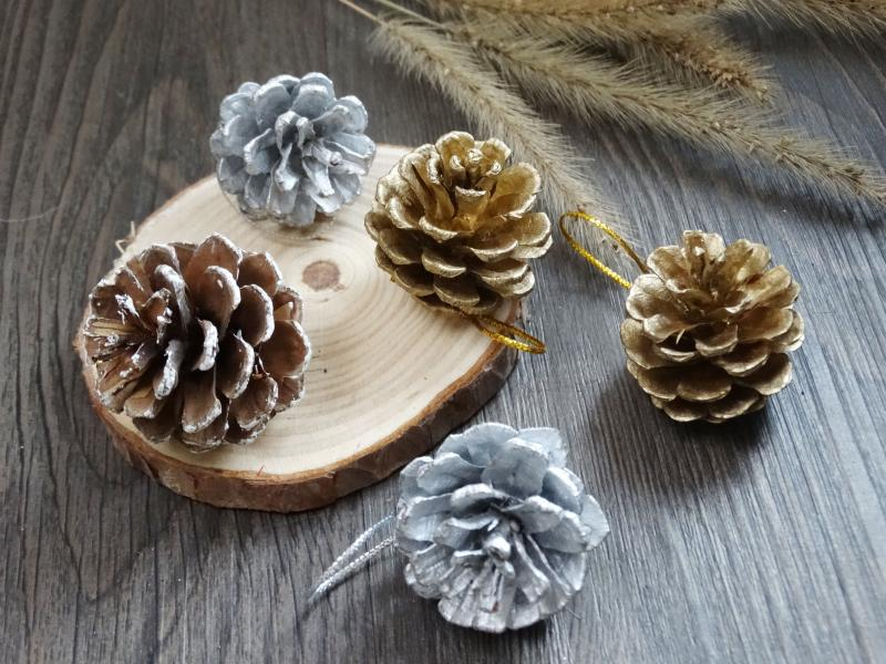9pcs Christmas Decoration Pine Cones New Year Holiday Party Decoration Supply Christmas Tree Ornament Home Decor