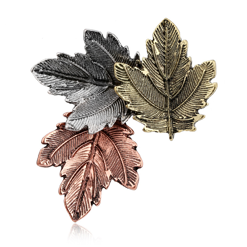 Simple Fashion Retro Three-color Maple Leaf Tree Leaves Christmas Brooch Collar Needle Brooch Christmas Series