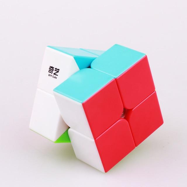 QIYI 2X2X2 cubo mágico de velocidad Qidi cubos mágicos 2X2 50mm Mini pegatina de bolsillo juguete educativo Cubo de puzle profesional menos Neo