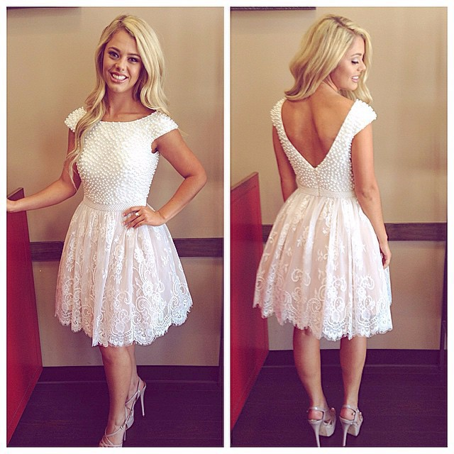 sexy backless Elegant Cap Sleeve Pearls Lace Short Bride Dress For Weddings Reception vestido de noiva 2018 Bridesmaid Dresses
