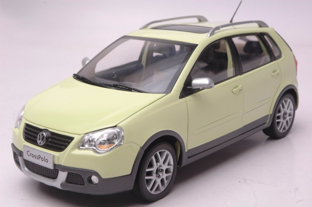 1:18 Diecast Model for Volkswagen VW Cross Polo Green Wagon Sedan Alloy Toy Car Miniature Collection Gifts CrossPolo 1 18 масштаб vw volkswagen новый tiguan l 2017 оранжевый diecast модель автомобиля