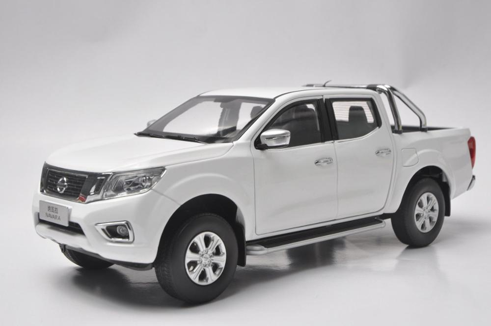 1:18 Diecast Model For Nissan Navara NP300 2017 White Pickup Alloy Toy Car Miniature Collection Gifts Truck