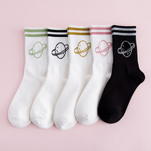 Nueva llegada Cosmic planet Dos barras de algodón jacquard mujeres calcetines Alta calidad Calidad de la diversión Novedad Harajuku Street crew calcetines mujeres