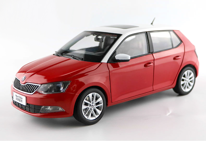 1:18 Diecast Model for Skoda Fabia 2015 Red Hatchback Alloy Toy Car Collection Gifts  gifts original 1 18 m ni champs 2015 turbo s alloy car models collection