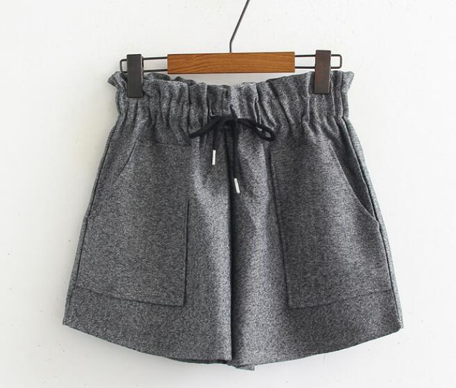 2018 autumn and winter new wild elastic waist pure color drawstring large pocket woolen shorts buttoned contrast side drawstring shorts