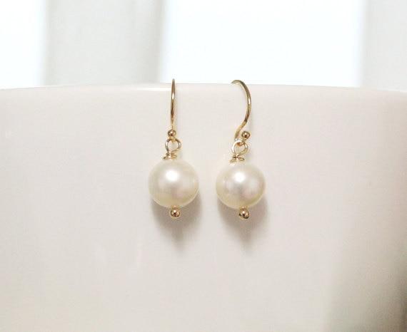 QIAMNI Beautiful Freshwater Simulation Pearl Earring Bridesmaid Gift for Women and Girls