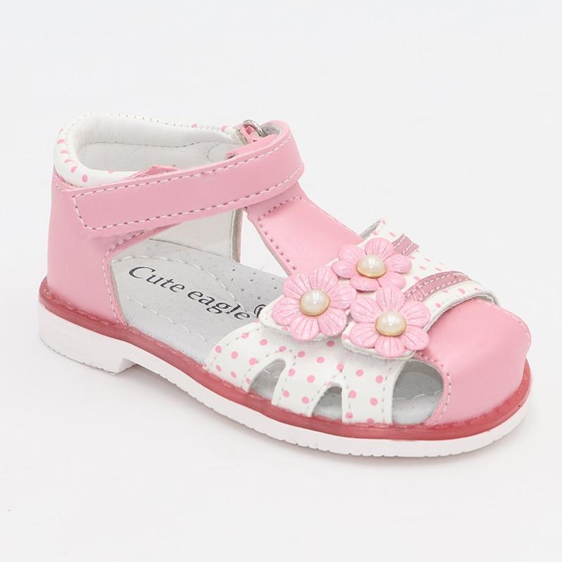 do plutônio da criança crianças sapatos fechados