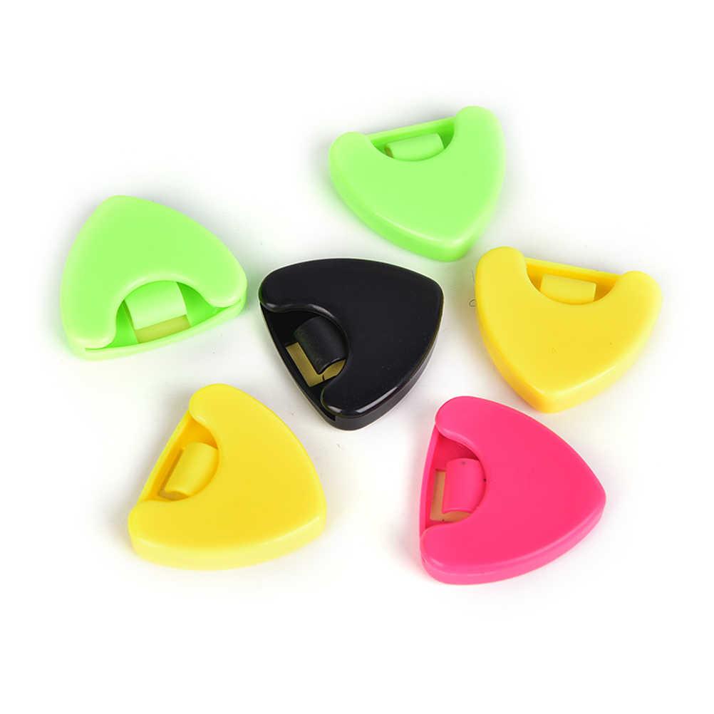 1 قطعة علبة اختيار الغيتار بلاكتيك الغيتار اختيار بلكتروم حامل صندوق علبة الصوتية شكل قلب الغيتار الجزء