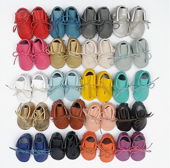2016 nuevo diseño hecho a mano 100% cuero Genuino lace up mocasines bebé Bebé suaves botas fringe Nacido bebé niños no zapatos antideslizantes