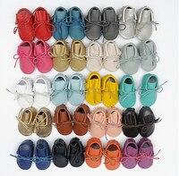 Yeni tasarımlar el yapımı 100% Hakiki deri lace up bebek moccasins Bebek yumuşak taban çizmeler saçak Yürüyor bebek boys olmayan kayma ayakkabı