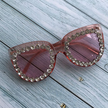 Cute Cat Eye Design Women Sunglasses Pink Oversized Female Diamond Eyewear UV400 Retro Luxury Sun Glasses Gafas de sol