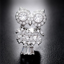 цена на Shinning Crystal Rhinestone Owl Brooches Pins Animal Jewelry Embellishment Bird Broach Picture Frame Brooch Bouquet Broche