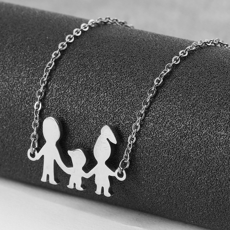Купить с кэшбэком Family Of Three Bracelets Dad Mom Daughter Stainless Steel For Women Men Gold Silver Color Charm Bracelet Fashion Jewelry Gift
