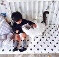 De gran tamaño negro blanco patrón de funda de Colchón de algodón de color bebé cama sábana ajustable para el bebé niñas niños ropa de cama cuna conjunto 140x70 cm