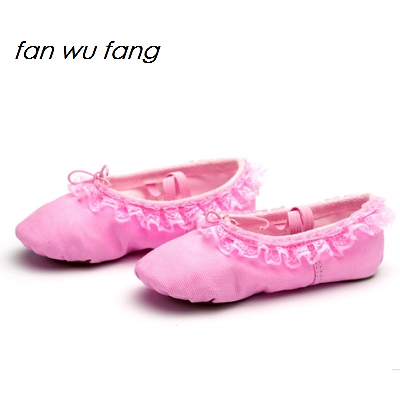 fan wu fang 2017 New Arrival Lace Ballet Dance Shoes 3 color Kids Children Girls Soft Sole Dancing According The CM To Buy image