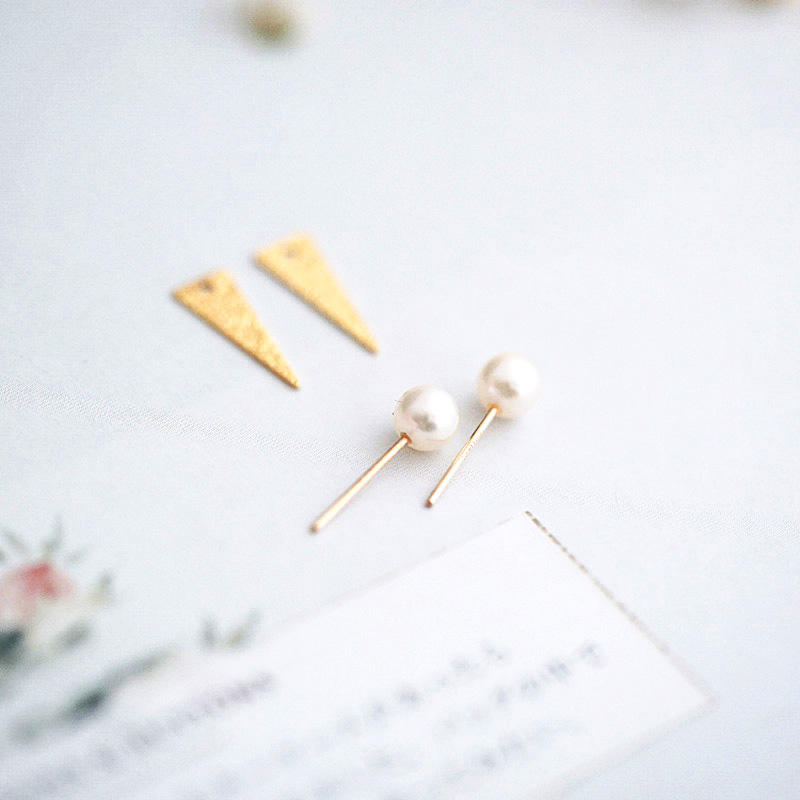 High Quality Ladies Earrings Single Glare White Round Wild Natural Freshwater Pearl Micro Matte Metal Minimalist Design Style in Earrings from Jewelry Accessories