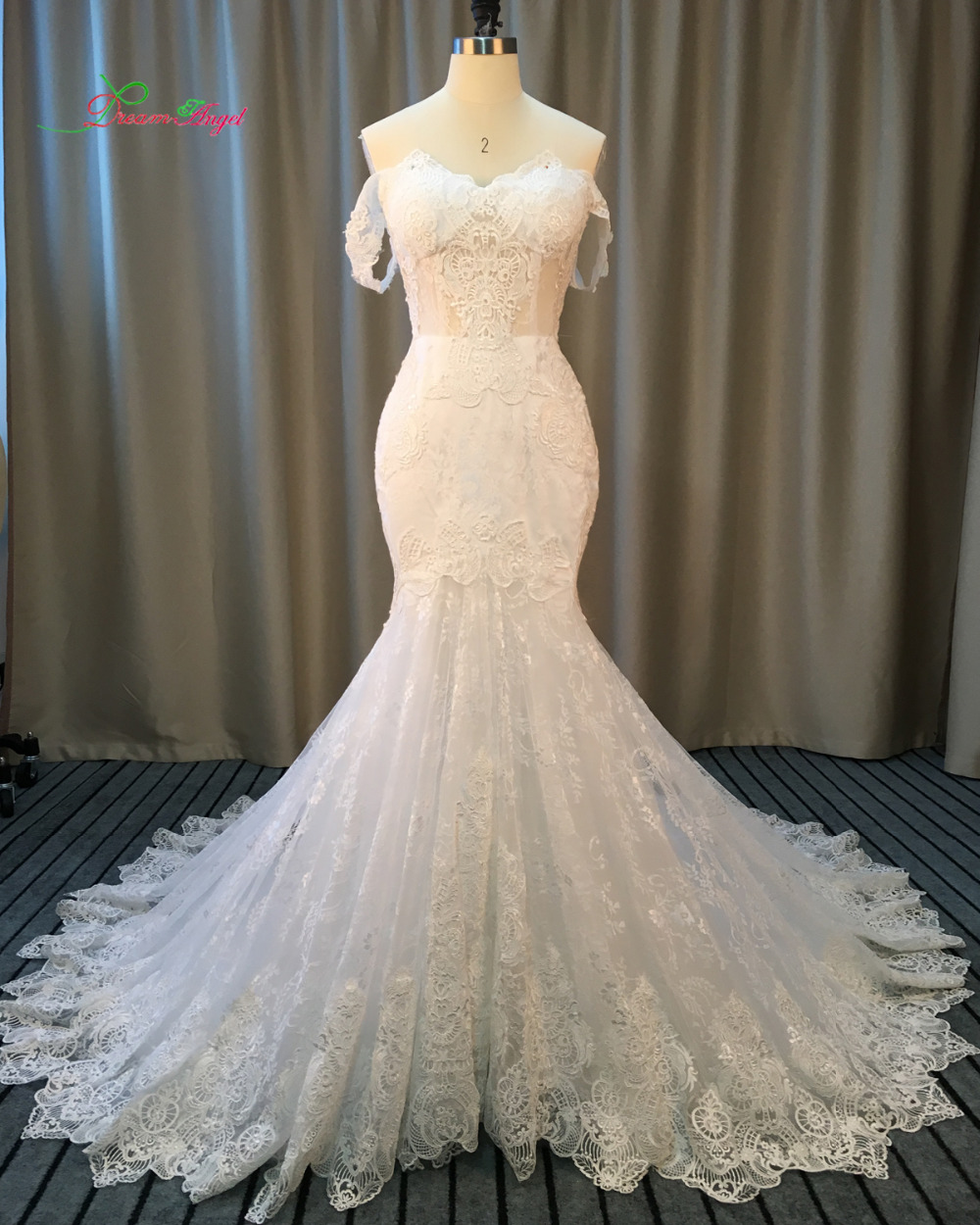 Dream angel elegant strapless appliques lace mermaid for Plus size trumpet wedding dress with sleeves