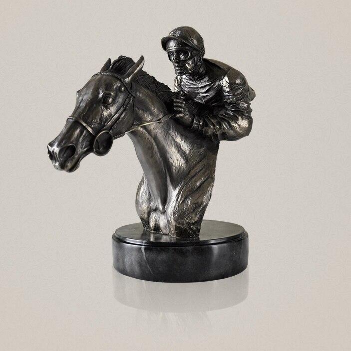 Абстрактный всадник бюст Скульптура ручной смолы и Медь Jockey статуя Скачки спортивные украшения сувенир Craft Орнамент