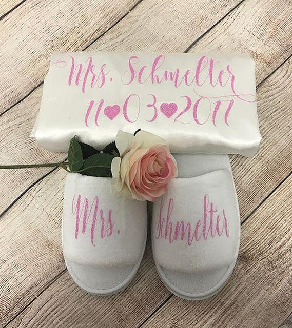 customize name glitter wedding Bride Bridesmaid satin pajamas robes with slippers  bridal shower kiminos party favors gifts f8ce4bd6af03