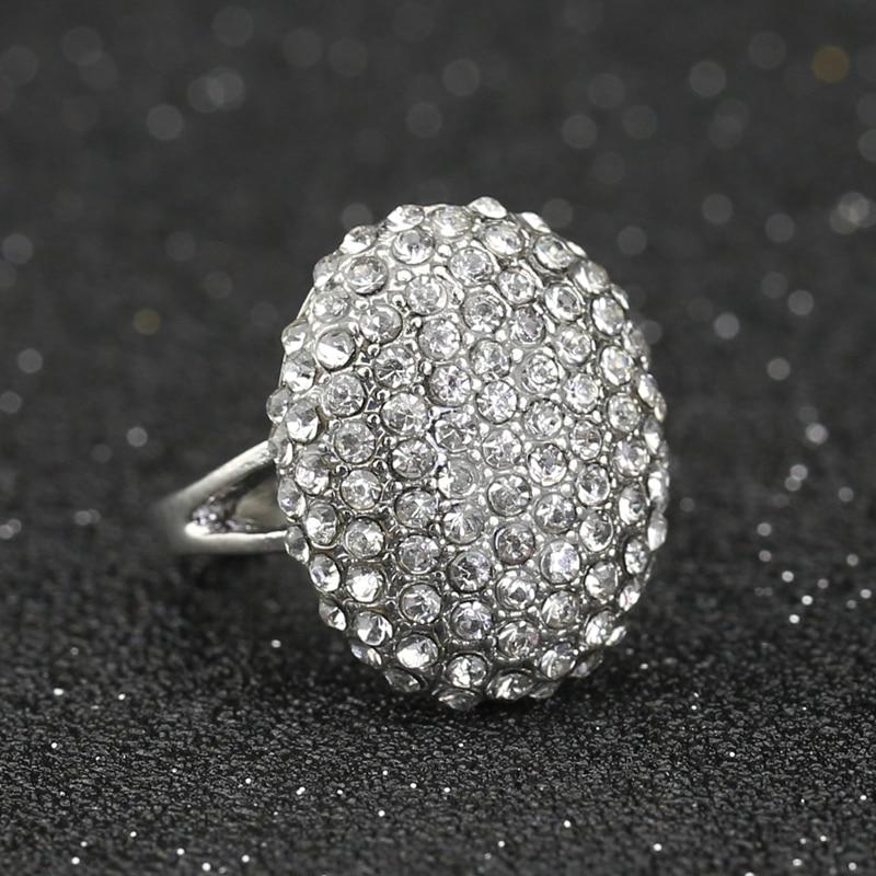 Кольцо с кристаллами фианита, серебряного цвета