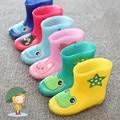2016 Nova Vinda da Chuva Botas Rainboots Quentes Para Os Meninos E meninas Dos Desenhos Animados Crianças Moda Sapatos Da Criança do Bebê de Borracha Para Crianças Boost