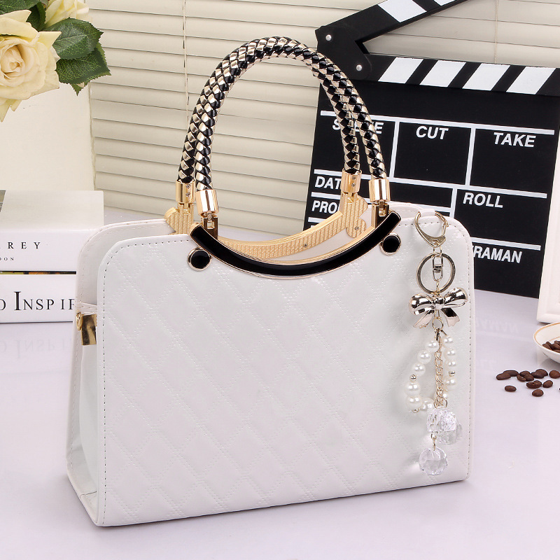 ed46becd6388 2018 cute New Style Fashion bolsa feminina Brand Designer PU Tote Shoulder  Bag Ladies Messenger chain plaid white bag -in Top-Handle Bags from Luggage  ...