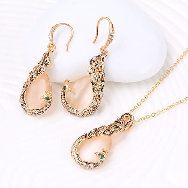 Women Jewelry Gold Color...