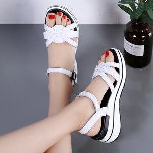 Image 3 - STQ 2020 Summer Women Sandals Black Flat Platform Sandals Women Wedge Beach Flip Flops Ladies Flat Heel Gladiator Sandals 3593