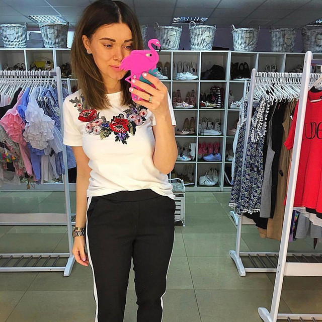 2018 Brand New Women Sweet Flower Embroidery T shirt Short Sleeve summer fashion Top tees ladies T-Shirt Camiseta Black White