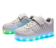 Retail 2017 new children's shoes, children shoes boys and girls light led light USB colorful shoes size 25-35