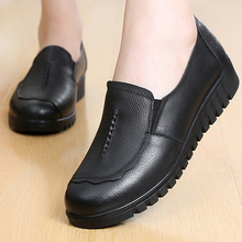 Black Shoes Ladies Spring/Autumn Loafers Sewing Shallow Comfortable Flat Shoes Leather Women Slip-On Round Toe Casual Footwear