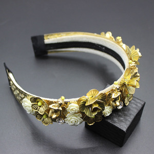 Image 3 - 2019 Fashion new luxury baroque catwalk court hair hoop gorgeous gems hair hoop hair Fashion luxury wild dance headband 304