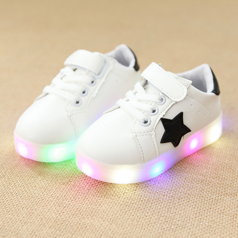 2018 European fashion cool children casual shoes LED spring/autumn glowing baby girls boys sneakers solid stars kids shoes цена