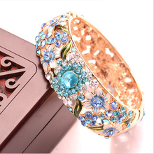 NEW Luxury Retro nobility Hollow Roses bracelet Zircon Color  Light Gold bracelet Fashion jewelry For women Free shipping