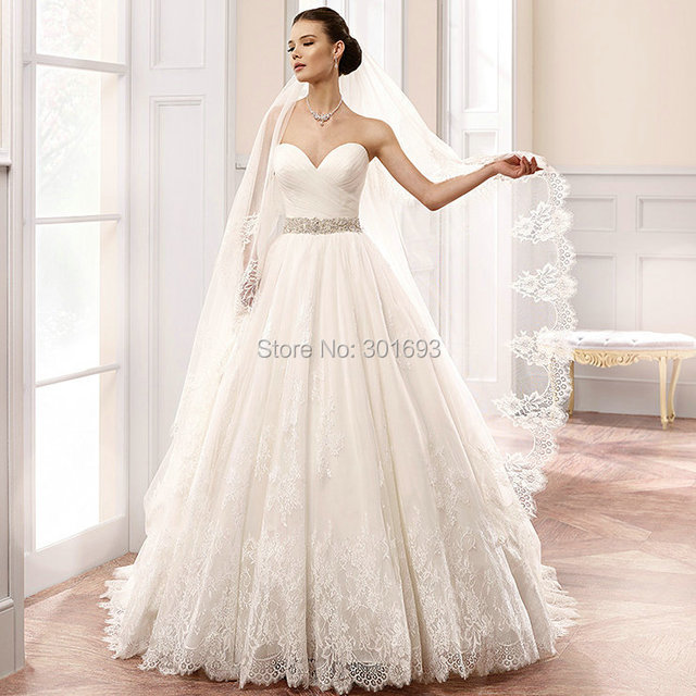 Oumeiya OW109 French Cord Lace Appliques Sweetheart Ball Gown Wedding Dress With Long Veil
