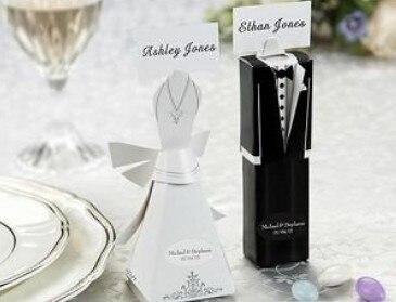 2000 pcs/lot robe de mariée et le marié costume en forme de faveur de mariage de sucrerie carte de boîte de coffrets cadeaux avec nom utilisé comme lieu carte