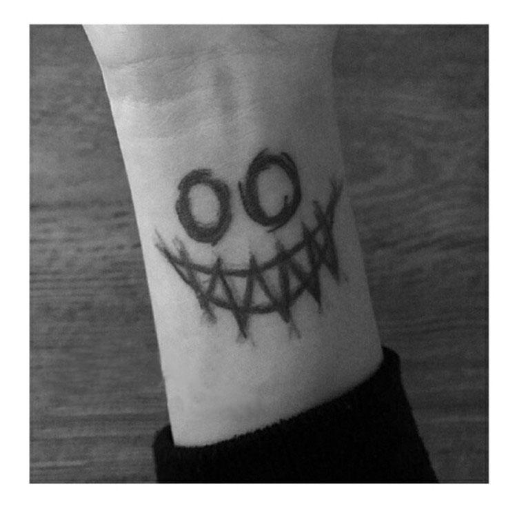 Joker Face Big Temporary Tattoo Sticker Waterproof Adult Men Women Party Favor Fake Tattoos 15X11cm monochrome