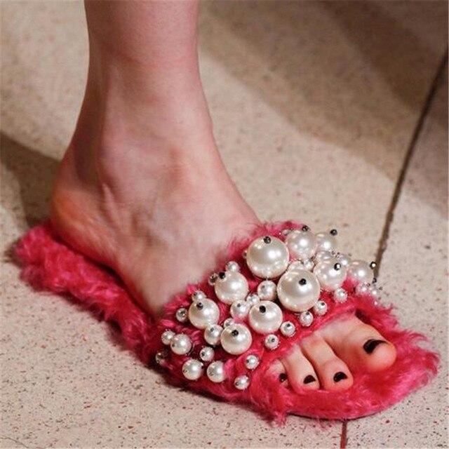 2017 Fashion Faux Fur Embellecido Mujeres Zapatillas Sandalias de Perlas de Cristal Estilo de La Calle de Las Señoras Zapatos de Verano Mujer Resbalón En Sandalias