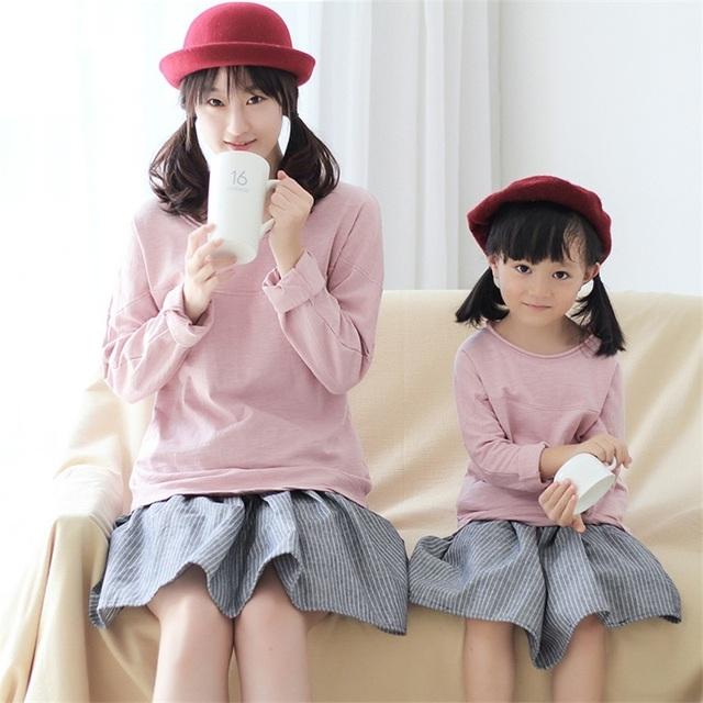 2017 marca diseño rosa 100% algodón mujeres de la manga completa camisetas de la muchacha juego mirada ropa madre e hija familia sudaderas
