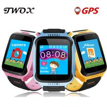 TWOX Q528 Y21 GPS smart watch z latarką zegarek dziecięcy ekran dotykowy urządzenie namierzające sos Tracker dla dziecka bezpieczne PK Q50 Q100 tanie tanio System operacyjny Android 128 MB Passometer Uśpienia tracker Wybierania połączeń Budzik Pilot zdalnego sterowania