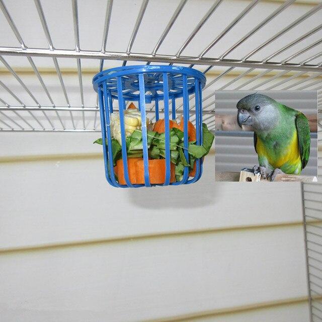 1 PC Bonito Acessórios Titular da Gaiola de Pássaro Papagaio Gaiola Alimentador de Frutas Legumes Cesta de Suspensão Recipiente Brinquedos para animais de Estimação Pássaro