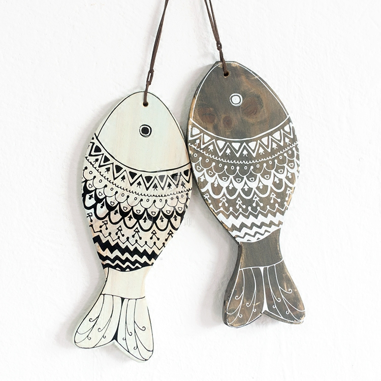 1 Pair Wooden Craft Hanging Fish Village Style Decoration Handicrafts Animal Wall Decoration Marine Decor Festive Party Supplies