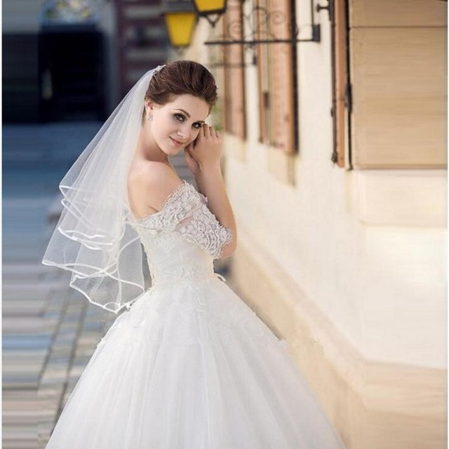 2017 Hot Style White Ribbon Edge Short Wedding Bridal Veils With Comb Cheap Two Layers Romantic