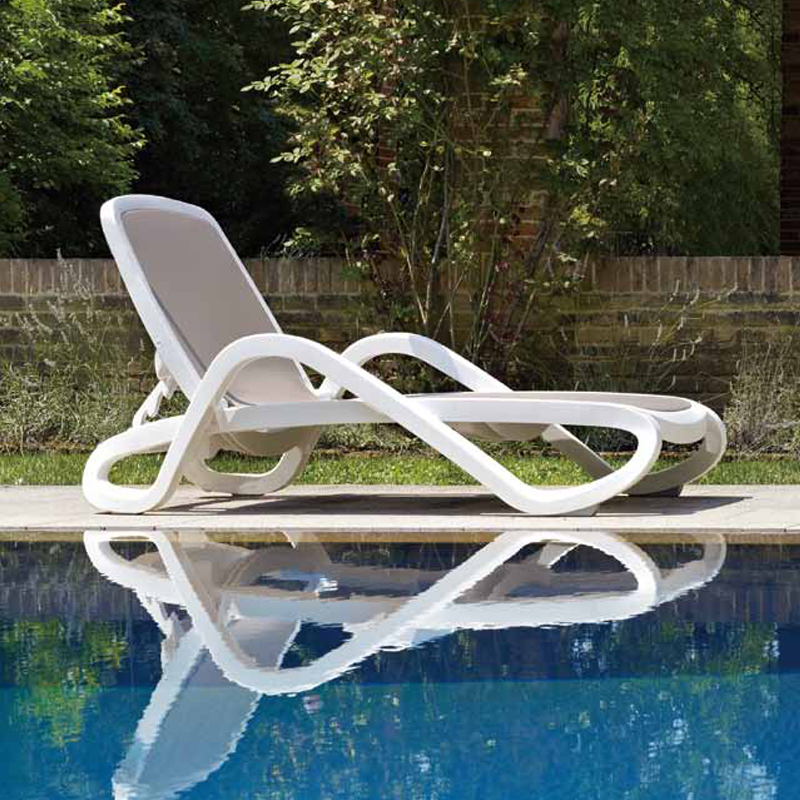 Plastic white color outdoor furniture beach chair lounger for Plastik swimmingpool