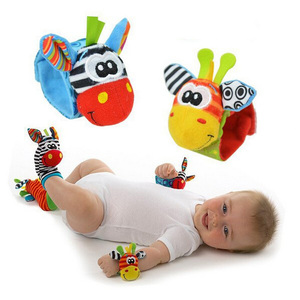 Image 2 - 2020จัดส่งฟรี (4ชิ้น = 2 Pcsเอว + ถุงเท้า2ชิ้น)/Lot,ของเล่นเด็กRattle Garden Bugและถุงเท้าเท้า