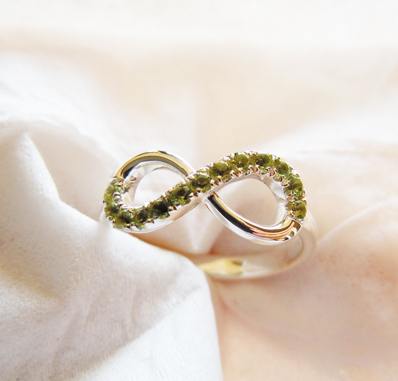 Wellmade Genuine Peridot Solid 925 Sterling Silver Infinity Ring