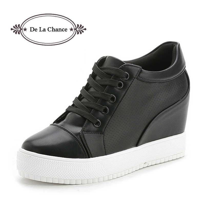 8c01ab50f Черный, Белый Цвет Женская обувь на платформе 2017 Демисезонный корейский  Скрытая модные Кроссовки на танкетке