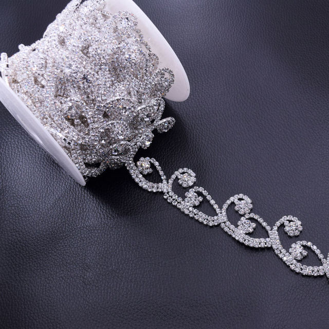 5Yards Glass Crystal Rhinestone Trimming Silver Plated Exquisite Rhinestones  Chain Decoration for Bridal Belt appliques Sew on 837eb41b6951