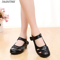 Fashion Hollow Out Genuine Leather Sandals Flat Summer Shoes Soft Bottom Women Comfortable Sandals Mother Shoes