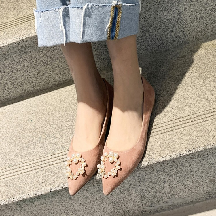 Big Size 8 9 ladies high heels women shoes woman pumps Shallow pointed pearl buckled low-heeled single shoesBig Size 8 9 ladies high heels women shoes woman pumps Shallow pointed pearl buckled low-heeled single shoes